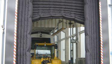 Sonderkonstruktion aufblasbare Torabdichtung bei Zughalle